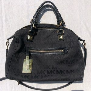 Michael Kors Medium Nylon Crossbag in Black